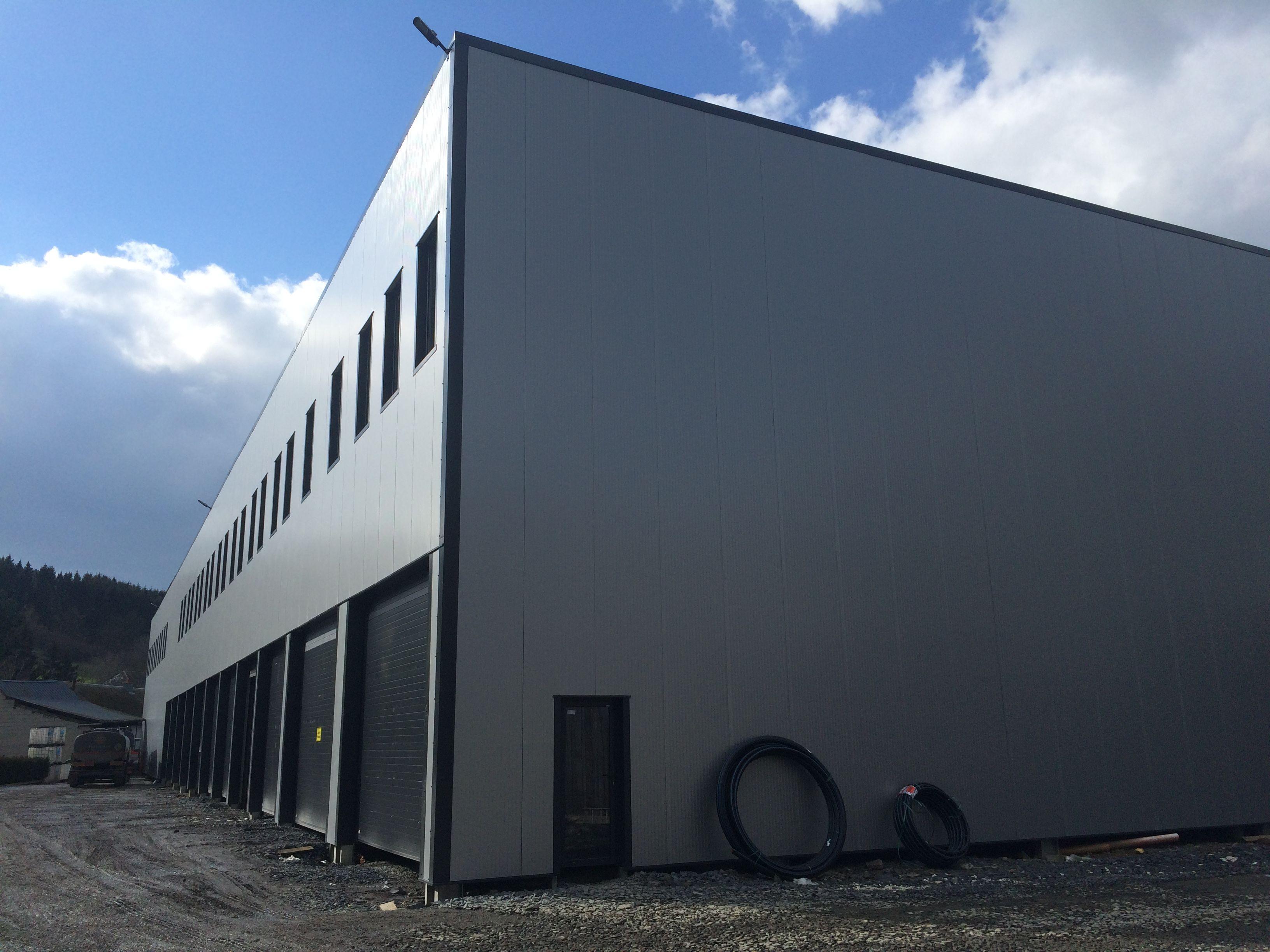 Leader dans le domaine du bâtiment industriel et hangar agricole en kit à prix réduit depuis nous livrons dans plus de 40 pays