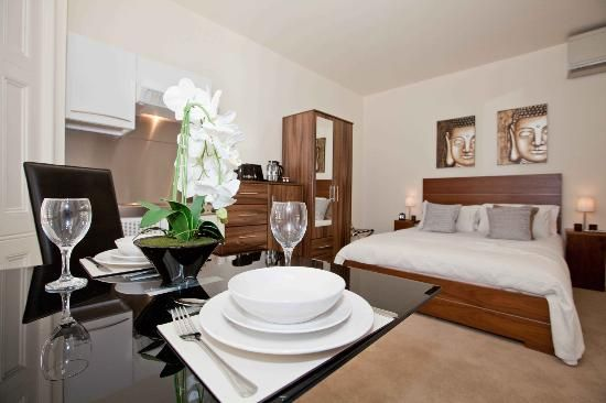 This 1 Bedroom Apartment In Westminster London Is Definitely Upscale In Addition To Its Classy Decor And Equi 1 Bedroom Apartment London Apartment Apartment