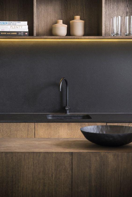 Die farbe schwarz und holz sind trend in der gestaltung for Farbe in der kuche ideen