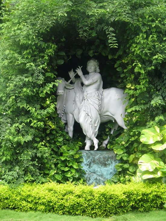 Wonderful Beautiful Statues. Outdoor ...