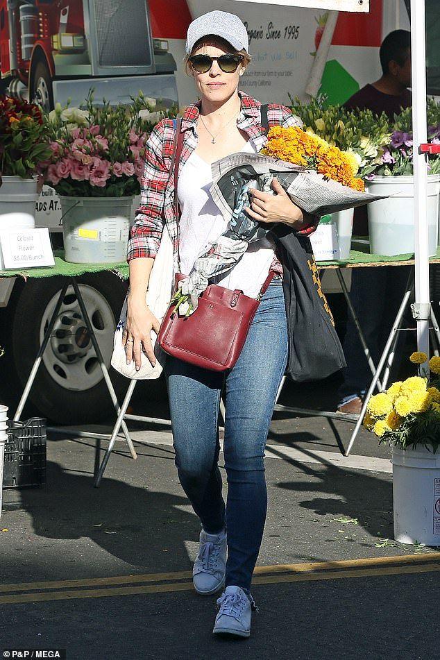 Rachel McAdams stocks up on fruit and flowers at Farmers