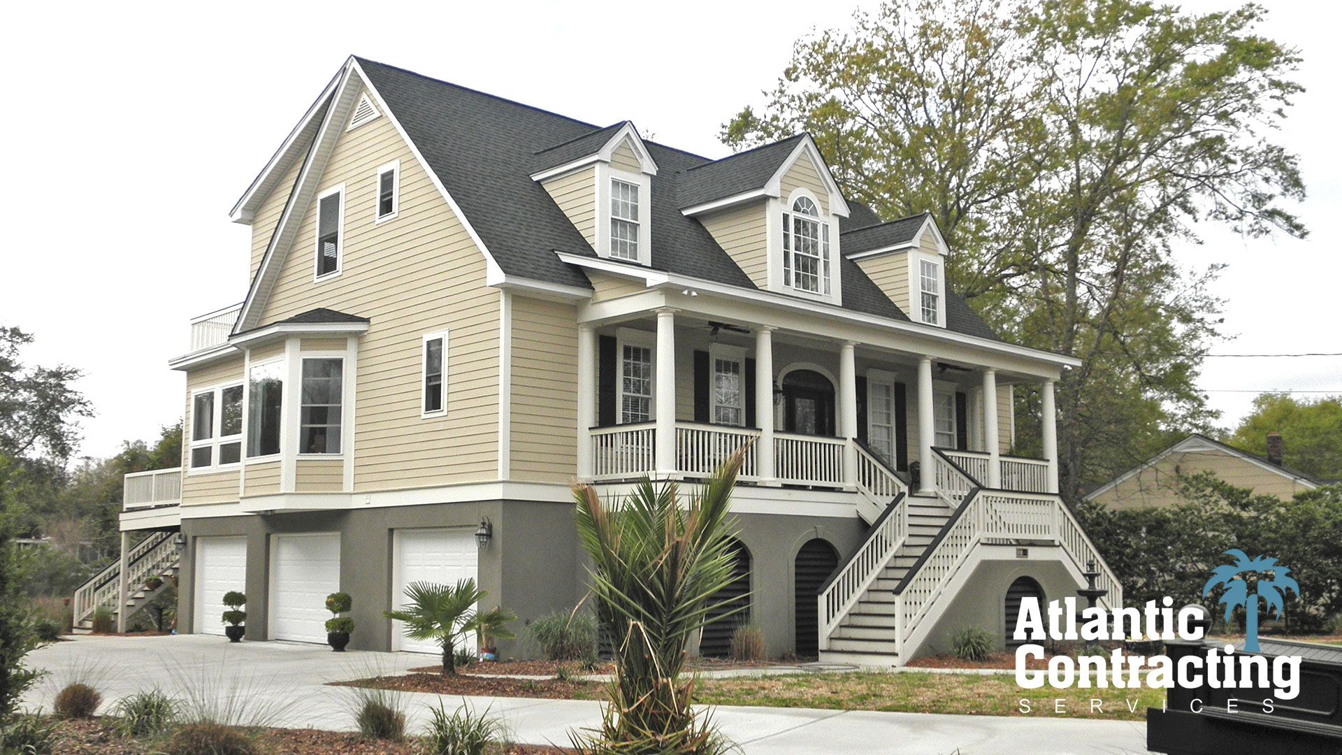 Pictures stone houses with siding siding and stucco for Stucco and siding combinations