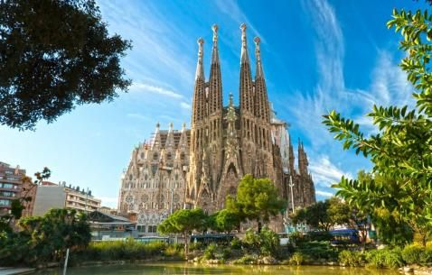 Things to do in Barcelona in 2017. Detailed Guide on popular attractions and activities to make your next vacation memorable one. Visit Now!!!