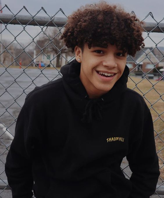 Vallyk got the cutest smile ISTG- in 2020 | Boys with curly hair, Cute curly hairstyles, Cute ...