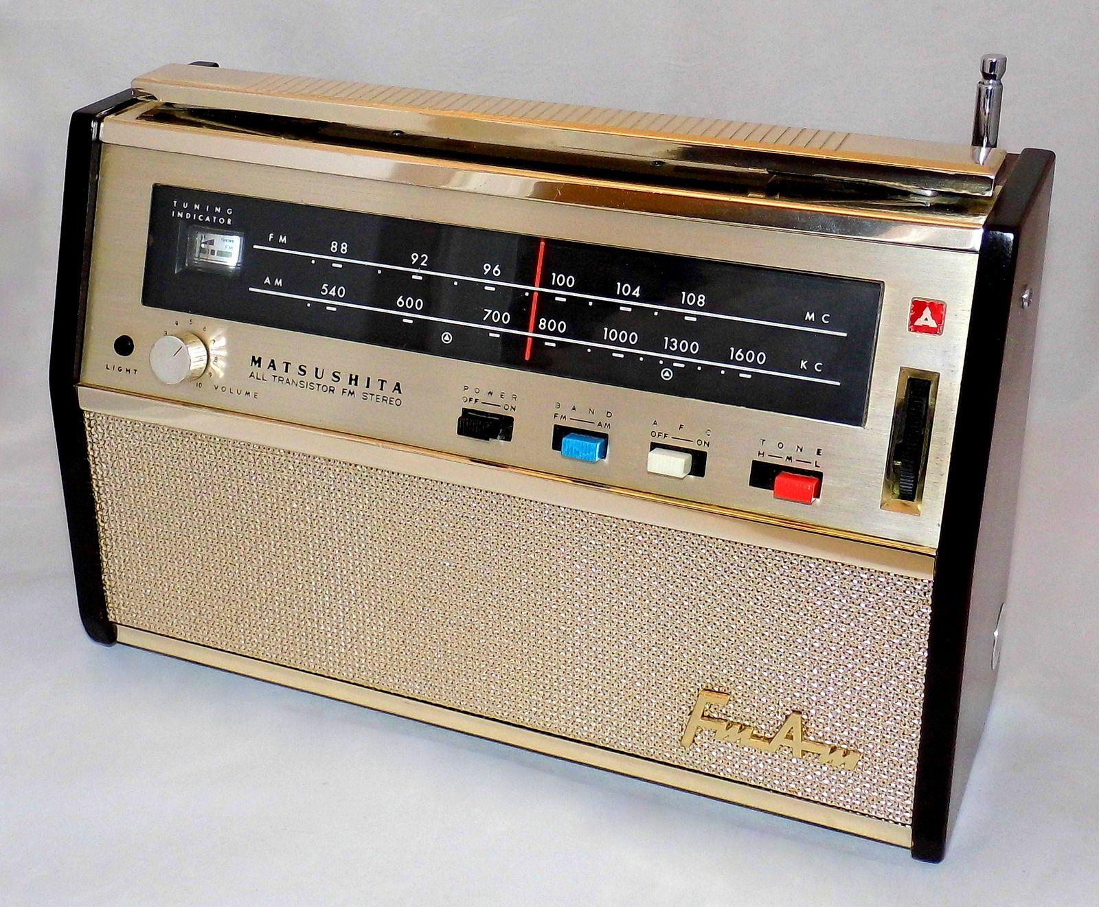 Vintage Matsushita Panasonic Portable Transistor Radio Model T 35 Fm Am Bands 10 Transistors Made In Japan Circa 1961 Vintage Radio Transistor Radio Vintage Transistor Radio