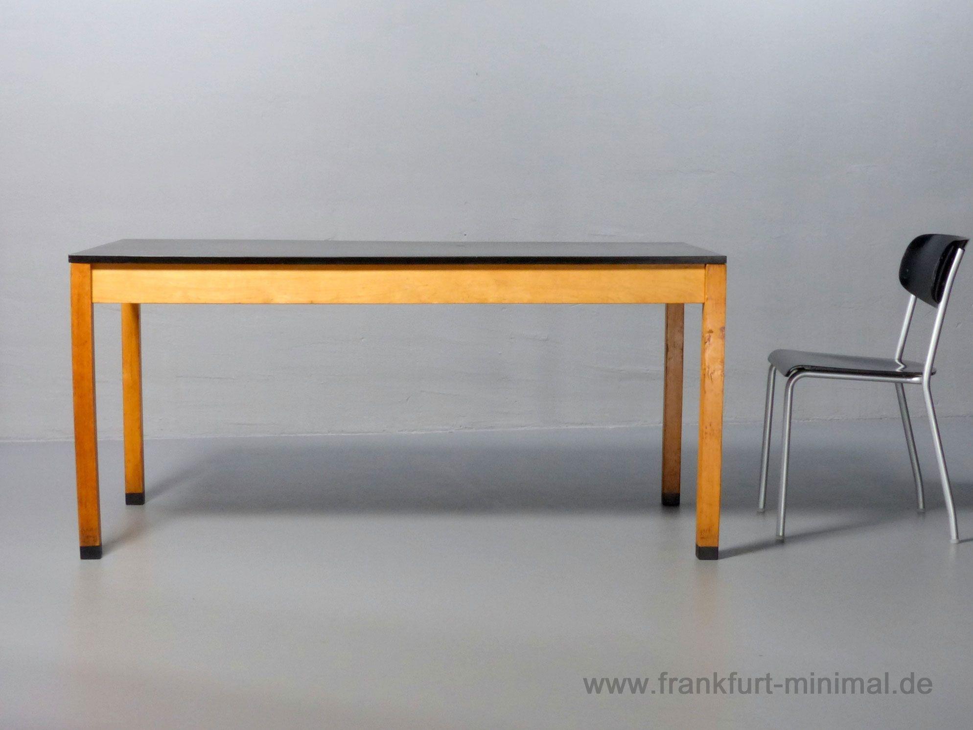 Tisch Von Ferdinand Kramer Fur Die Goethe Universitat 1960er Jahre Mit Schwarzer Hpl Tischplatte Und Abnehmbaren Beinen Mass 160x80 Cm Www Frankfurt Minimal