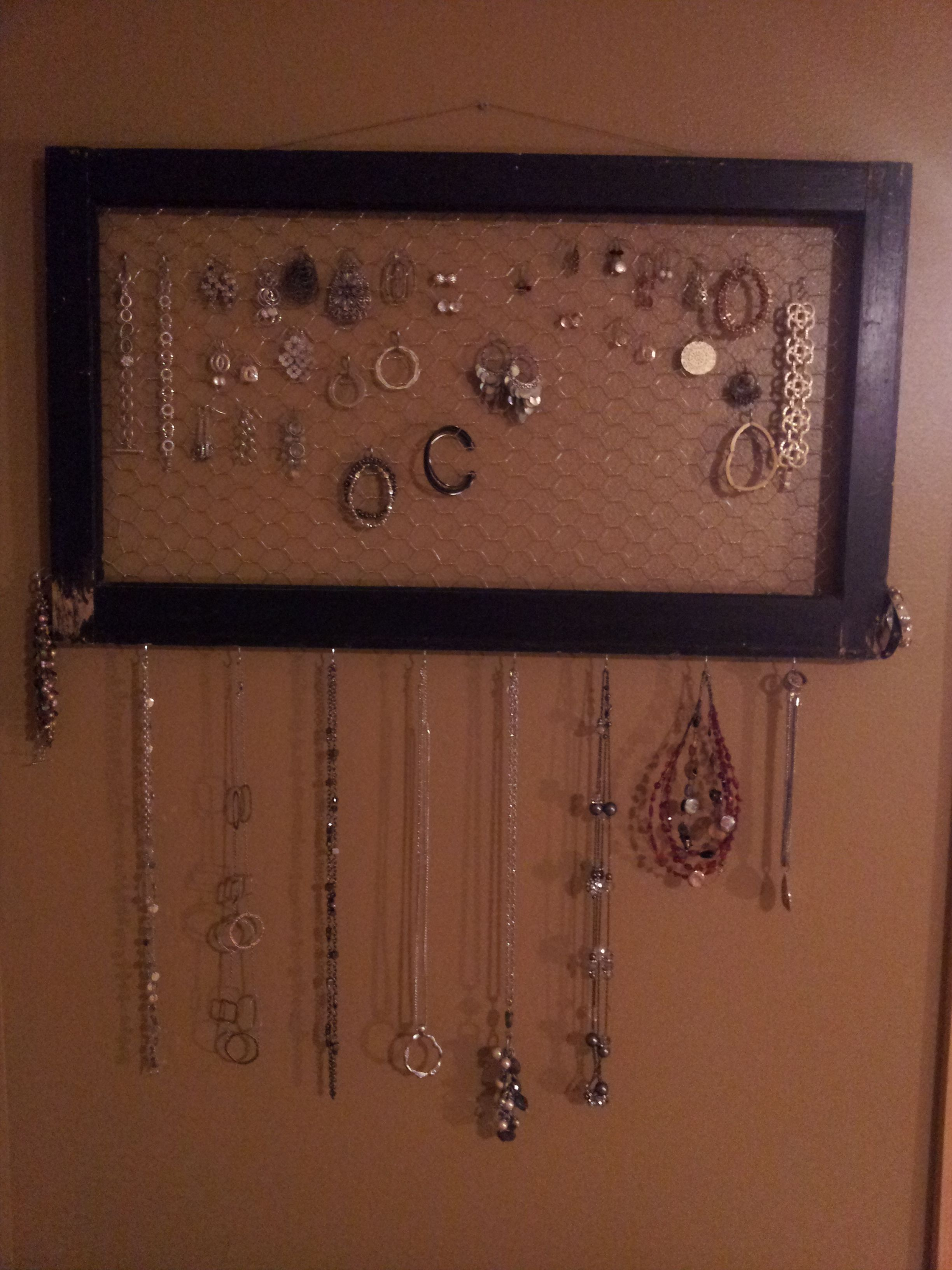 how to make a chicken wire jewelry holder
