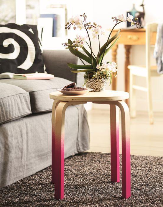 Lille sofabord lavet af taburet med dip-dye-effekt