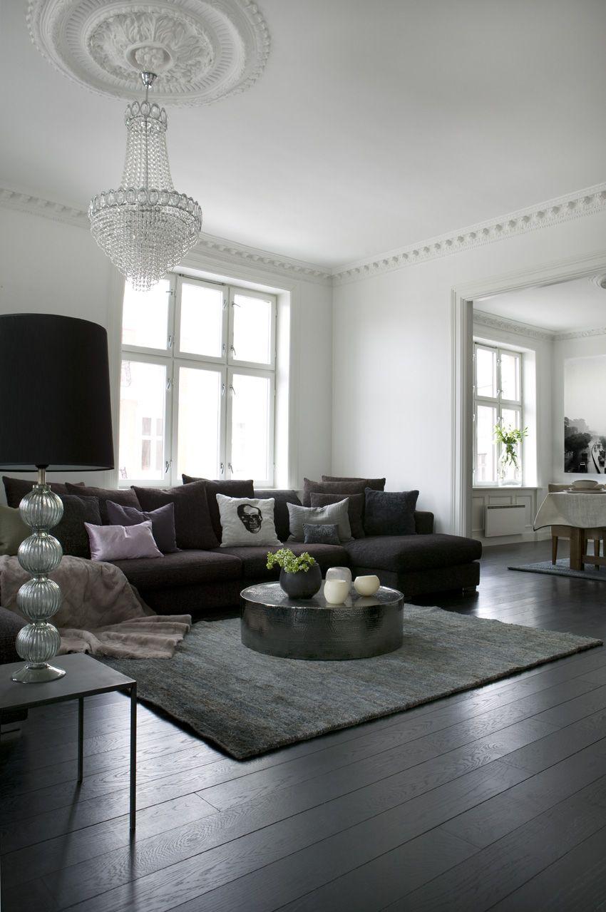 Skandinaviskai Eklektiskas Interjeras An Eclectic Scandinavian Interior Black And White Living Room Home Living Room White Living Room