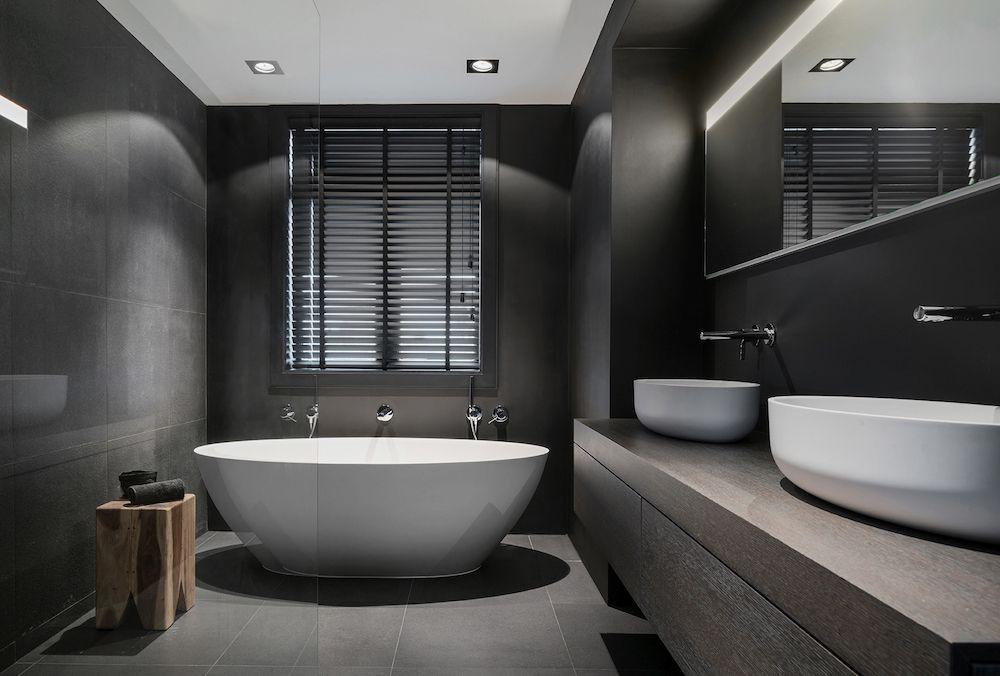 Design Badkamer Merken : Badkamer met design bad wastafels en badkamerproducten van tortu