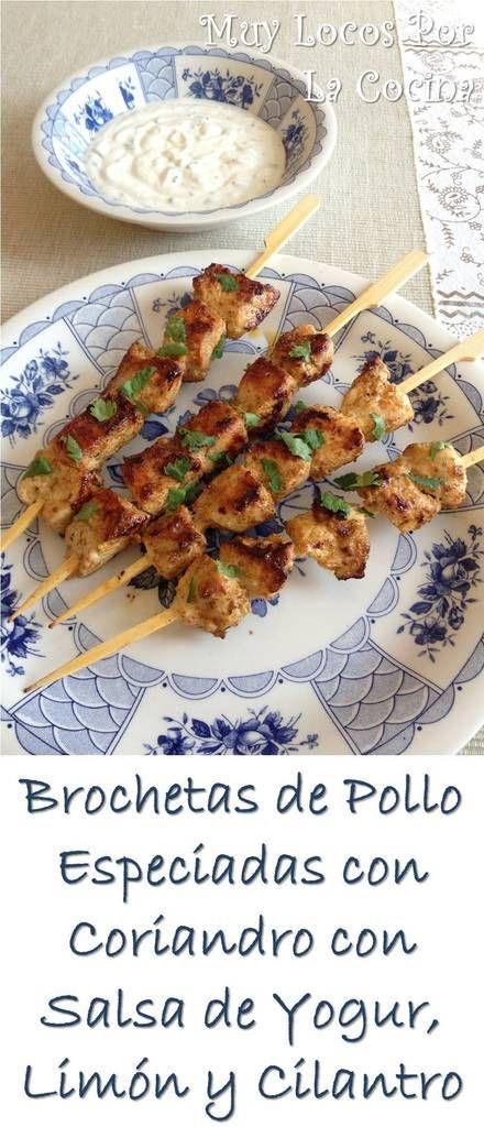 Brochetas de Pollo Especiadas con Coriandro con Salsa de Yogur, Limón y Cilantro Fresco: Una receta riquísima de inspiración India. Puedes encontrarla en www.muylocosporlacocina.com