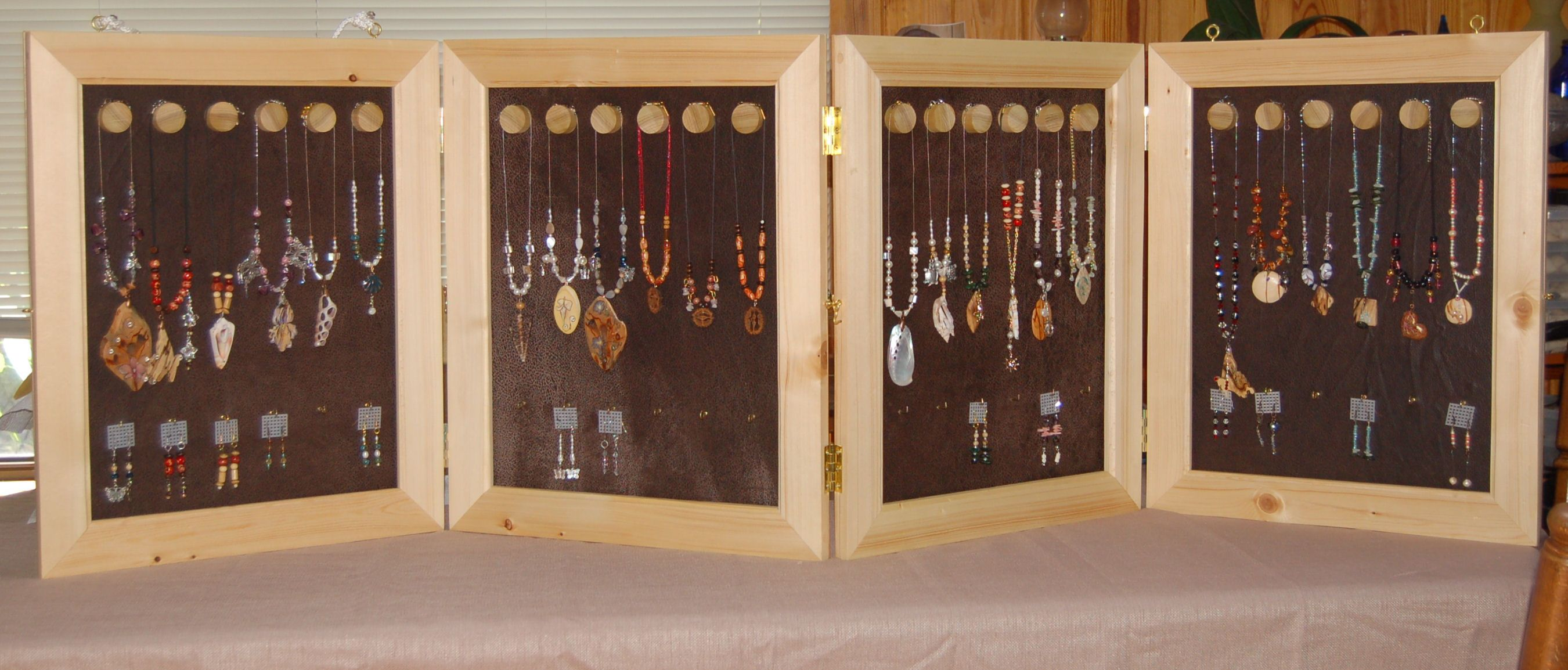 handcrafted jewelry display case portable and light. Black Bedroom Furniture Sets. Home Design Ideas
