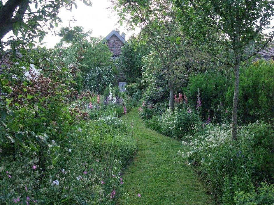 verwunschene garten anlegen der verwunschene privatgarten einer staudenliebhaberin. Black Bedroom Furniture Sets. Home Design Ideas