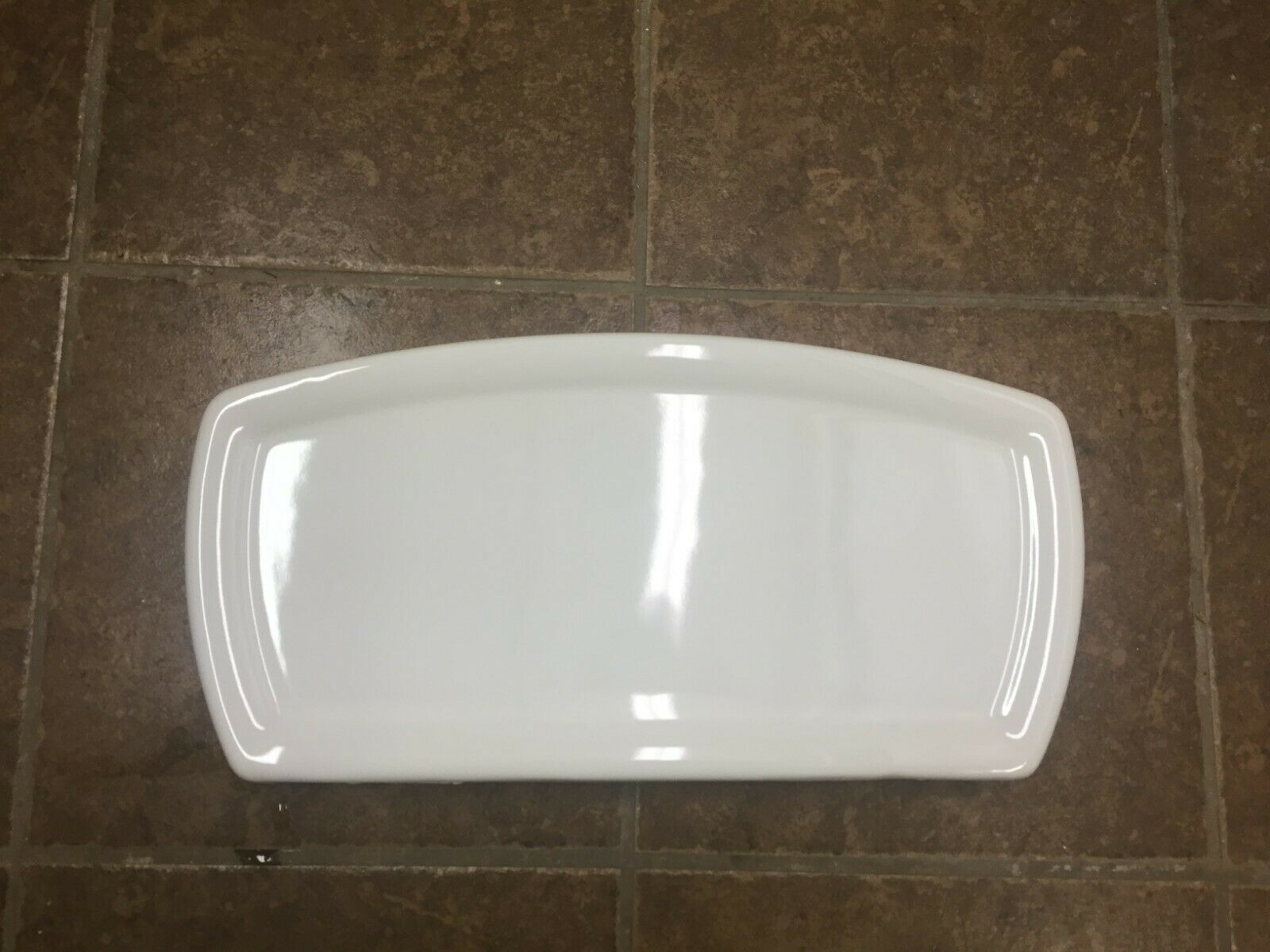 American Standard 735128 White Toilet Tank Lid With Chip On Edge Toilets Ideas Of Toilets Toilets In 2020 Toilet Tank Toilet Tank Lids American Standard