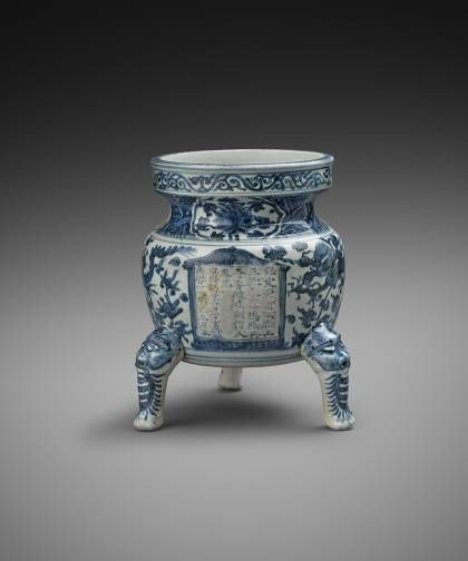 Chinese porcelain Blue and White Tripod Censer decorated in underglaze cobalt blue, Ming dynasty, Wanli period (1573-1620), ca. 1612