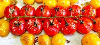 Tomates cerises au four http://debonspetitsplats.wordpress.com/2013/08/24/tomates-cerises-au-four/
