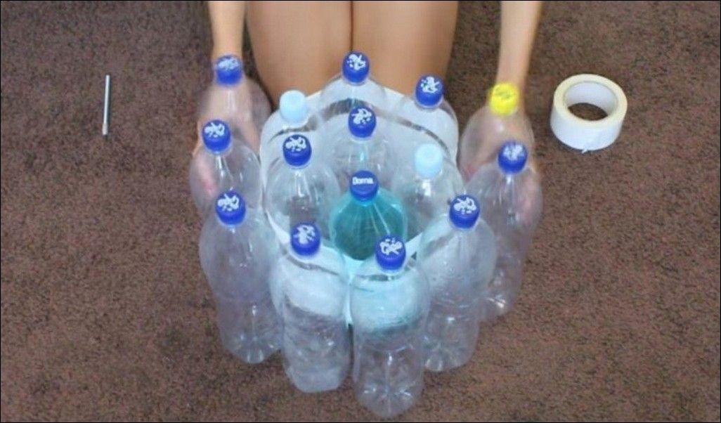 Poltrona Bottiglie Di Plastica.Scoccia Insieme Delle Bottiglie Di Plastica E Crea Qualcosa Di