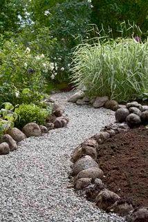 Grosse Steine Als Abgrenzung Fur Kies Garten ガーデン 庭 Und