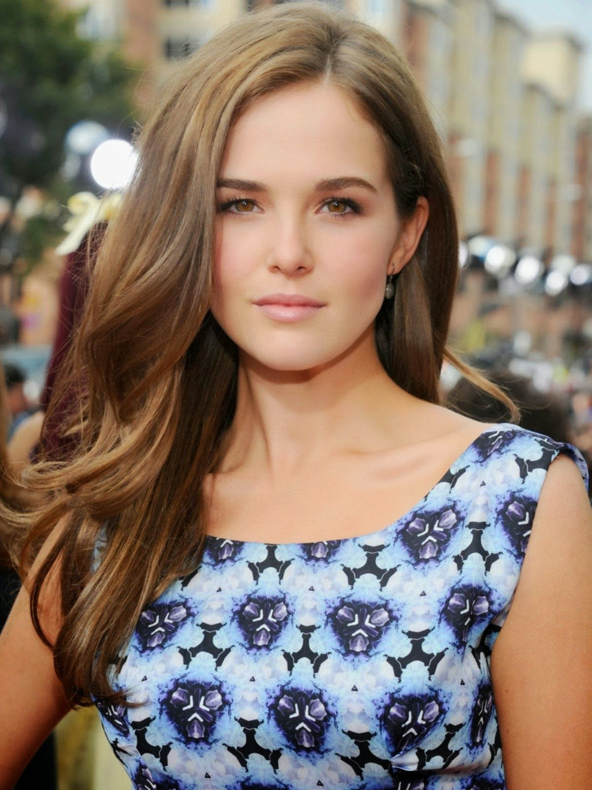 pictures of zoey deutch | actress zoey deutch cute hd wallpapers
