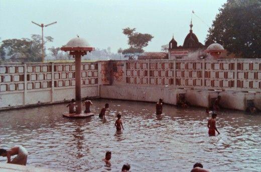mysterious-hot-water-pond-in-india-Garam Pani Ke Kund
