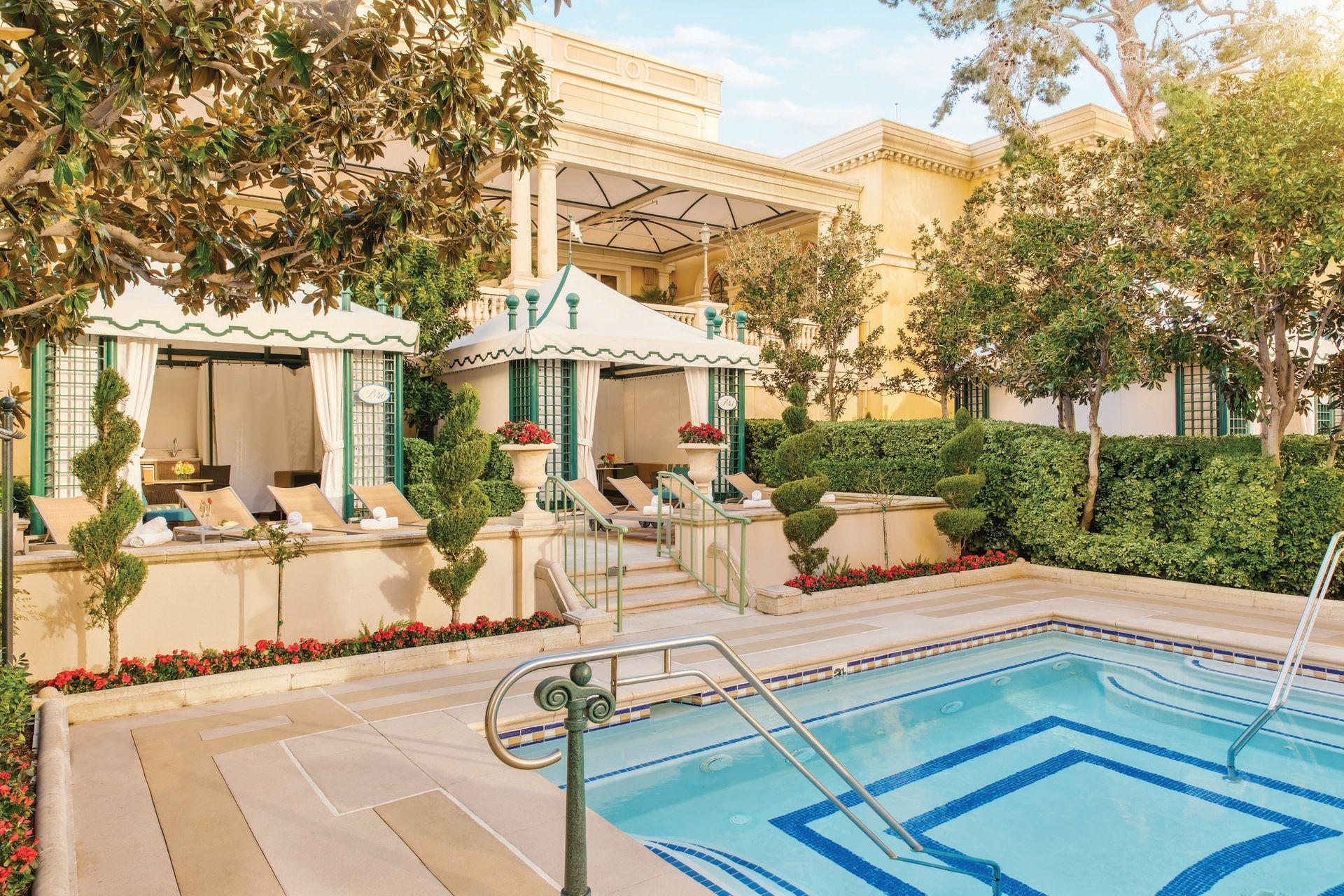 Poolside Luxury 11 Cushy Hotel Cabanas Las Vegas Pool Bellagio Las Vegas Pool Cabana