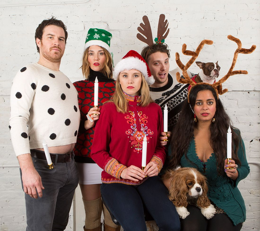 17 Ways to Nail Your Awkward Family Photos This Christmas