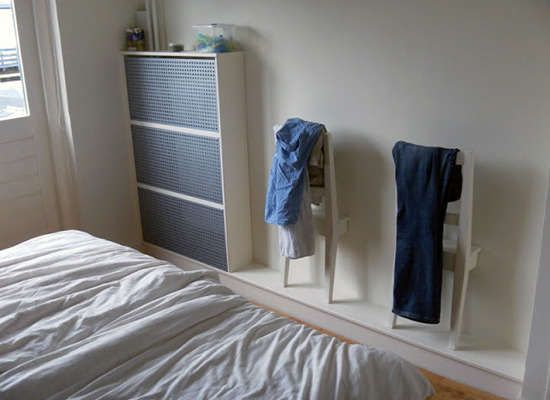 Alte Stühle Als Ablage Im Schlafzimmer