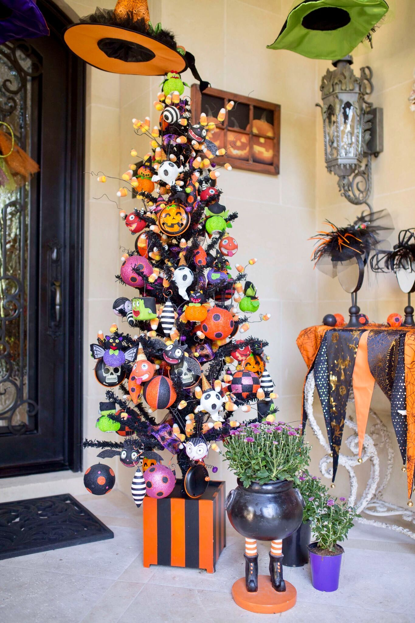 Pin By Sweet Magnolia On Halloween Halloween Tree Decorations Diy Halloween Decorations Spooky Halloween Decorations