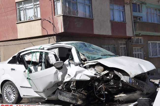 Otomobil şarampole yuvarlandı: 1 ölü, 3 yaralı - http://www.turkyurdu.com/otomobil-sarampole-yuvarlandi-1-olu-3-yarali/
