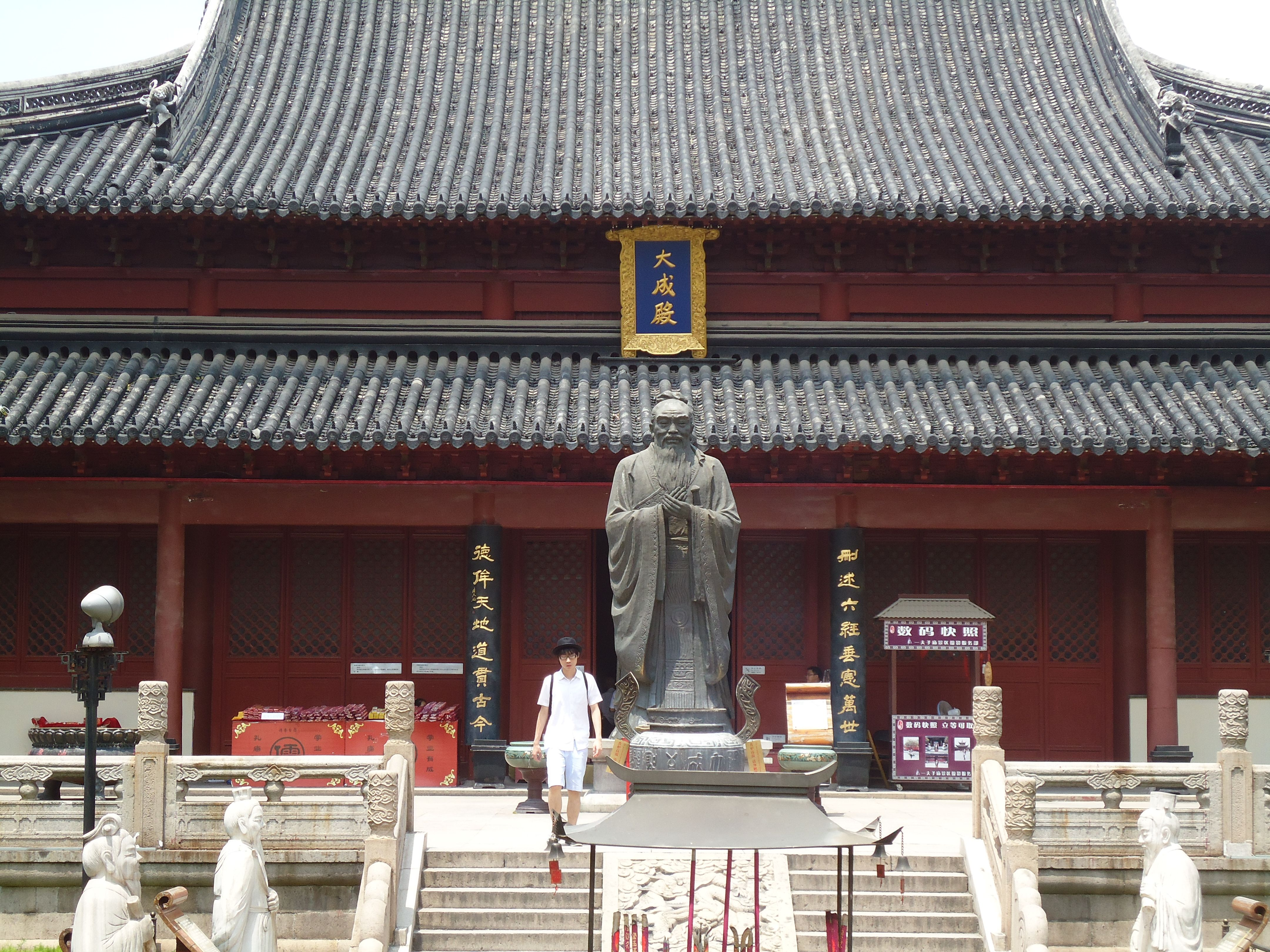 Likeness of Confucius outside his temple in Nanjing