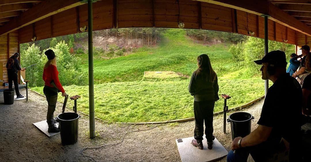 Alltid moro å ta turen på leirdueskyting • Allways fun go shooting�� #teamskittfiske #skittjakt #nordiskjakt #hunting #nothingescapesyou #elghund #vornequipment #skittfiskeno #jaktbilder #skittjaktno #norgesjakt #hunt #jagers #norway #liveterbestute #garminnorge #sluttstykket #swedteam #norgesjegere #deerhunting  #steinertsensingsystems #jagd #jagdhund #swarovskioptik_hunting #normanorge #neopod #blaserr8 #jaktmedhund #jentersomjakter…