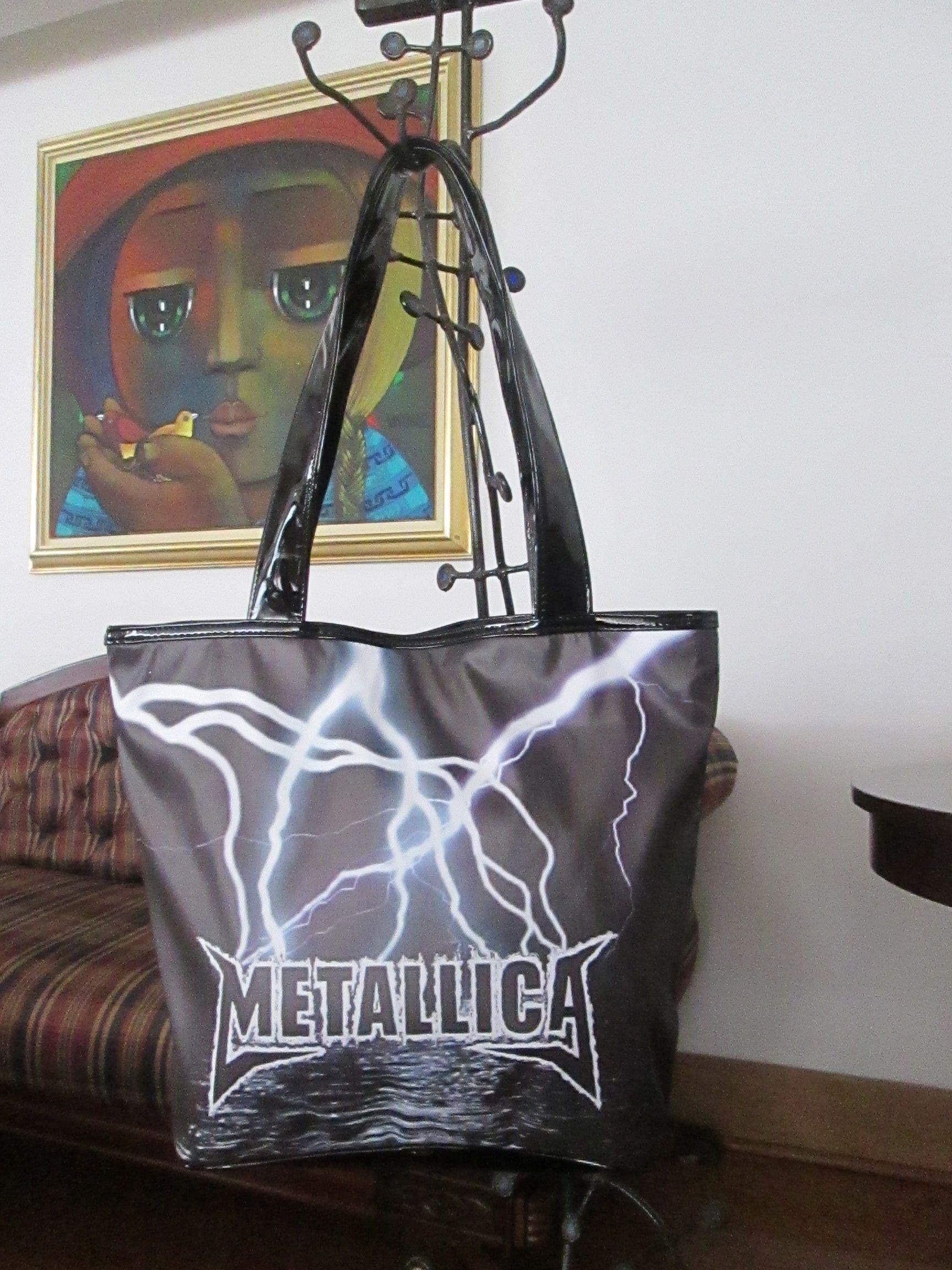Cartera Metallica Dimensiones: 48x36cm