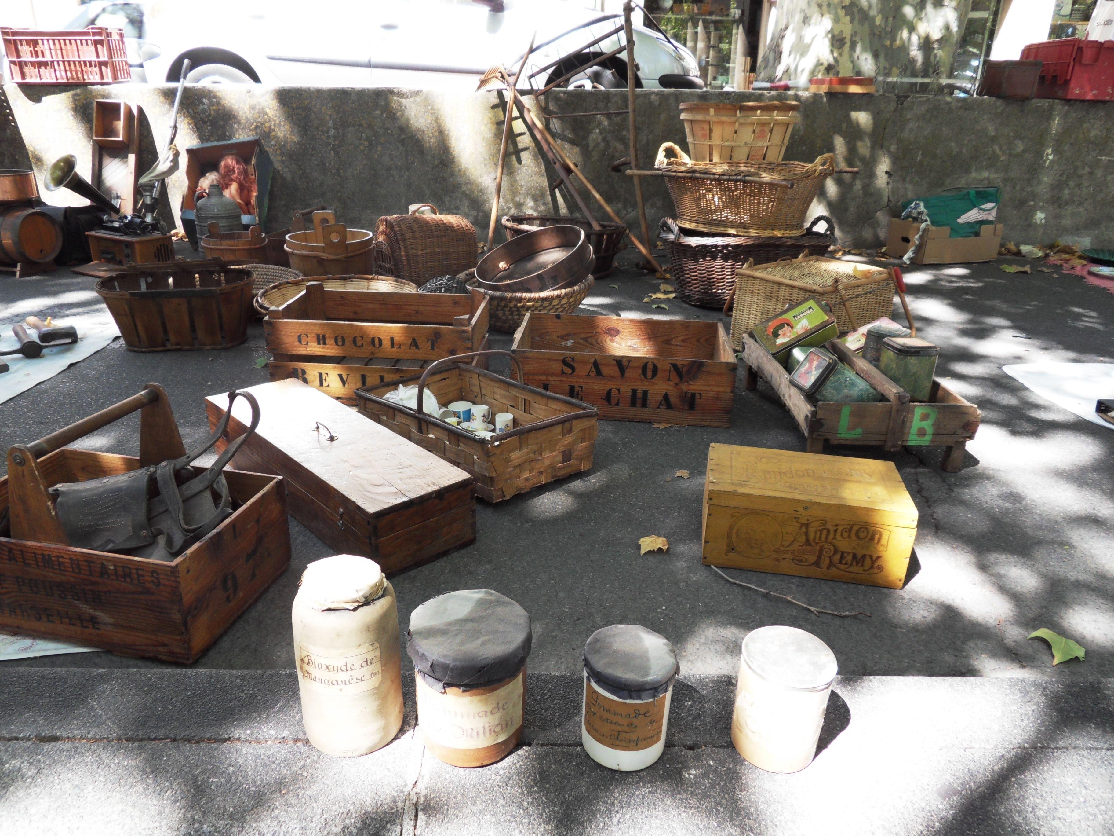 france carpentras brocante antique market on sundays. Black Bedroom Furniture Sets. Home Design Ideas