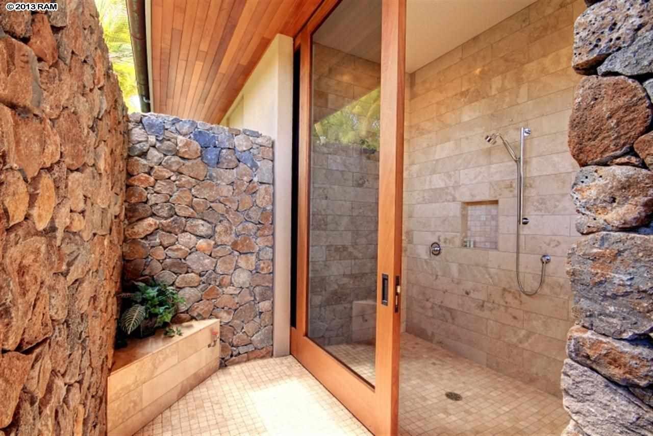 super cool indoor outdoor shower in kaanapali maui