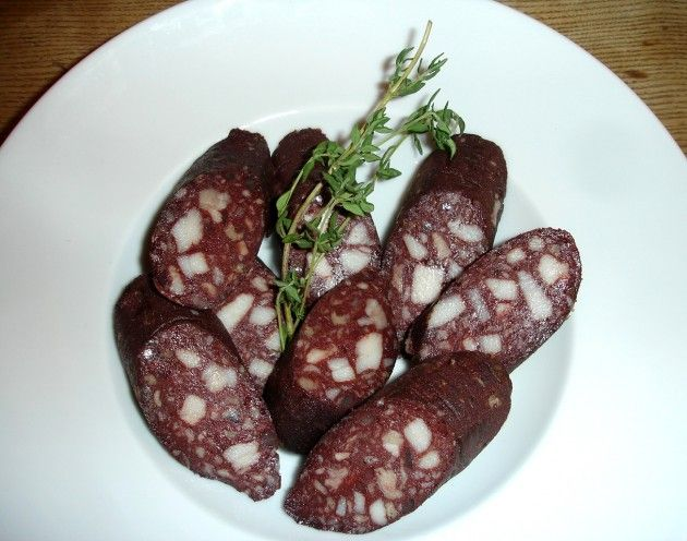 Nothing like proper German blood sausage. Remember the first time my Oma sent us a pkg. with this.....yum!