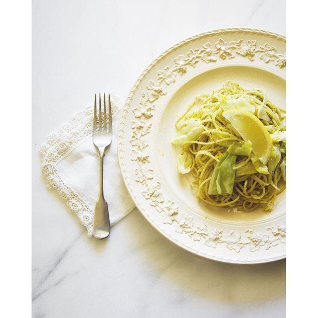 erinajpToday's lunch  Cabbage+ basil pesto + lemon pasta with lots of garlic and ginger  今日のランチ  キャベツとバジルペーストとレモンのパスタ。 ニンニクとショウガをたっぷり入れました。  #vegan#vegetarian#plantbased#veganfoodshare#veganfood#foodshare#veganfood#ヴィーガン#ビーガン#ベジタリアン#動物性不使用#おうちごはん#yum#yummy#healthyfood#ランチ#オヒルゴハン#オ昼ゴハン#パスタ#キャベツ#lunch #pasta