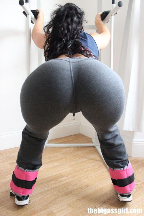 Girls in sweatpants cameltoe