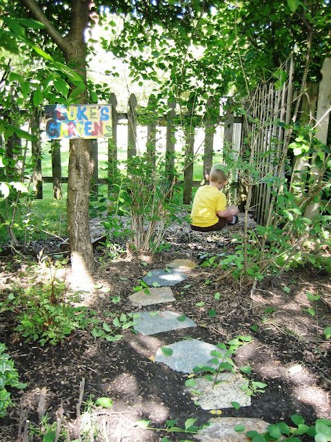 Make a children 39 s secret garden in your backyard garden for Garden design for children