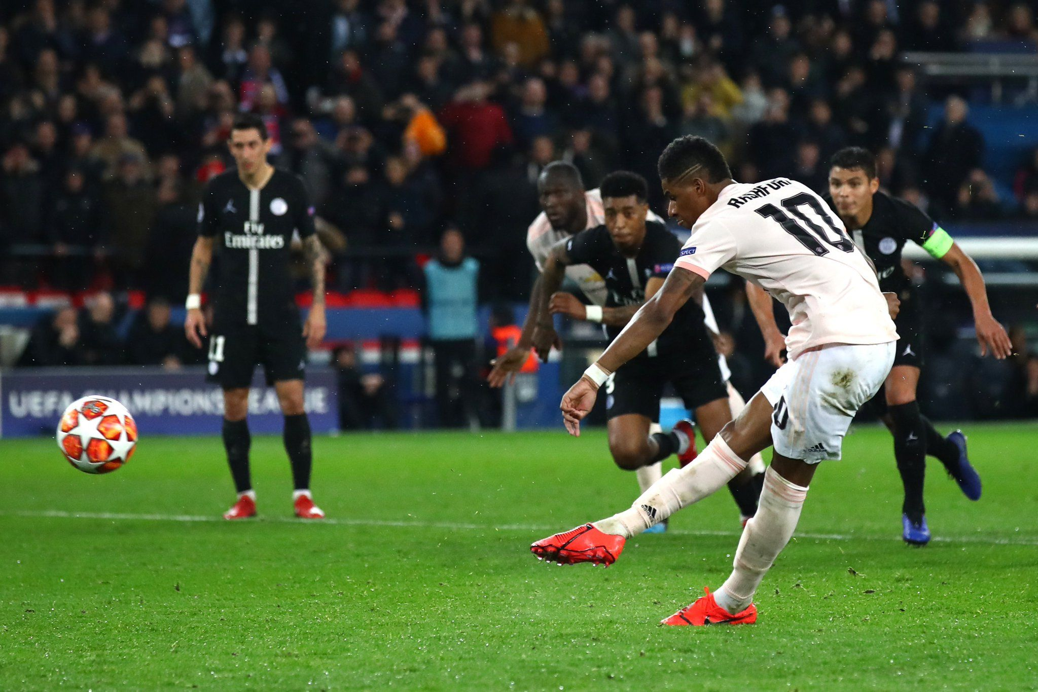 Champions League Manchester United shock PSG, qualify for