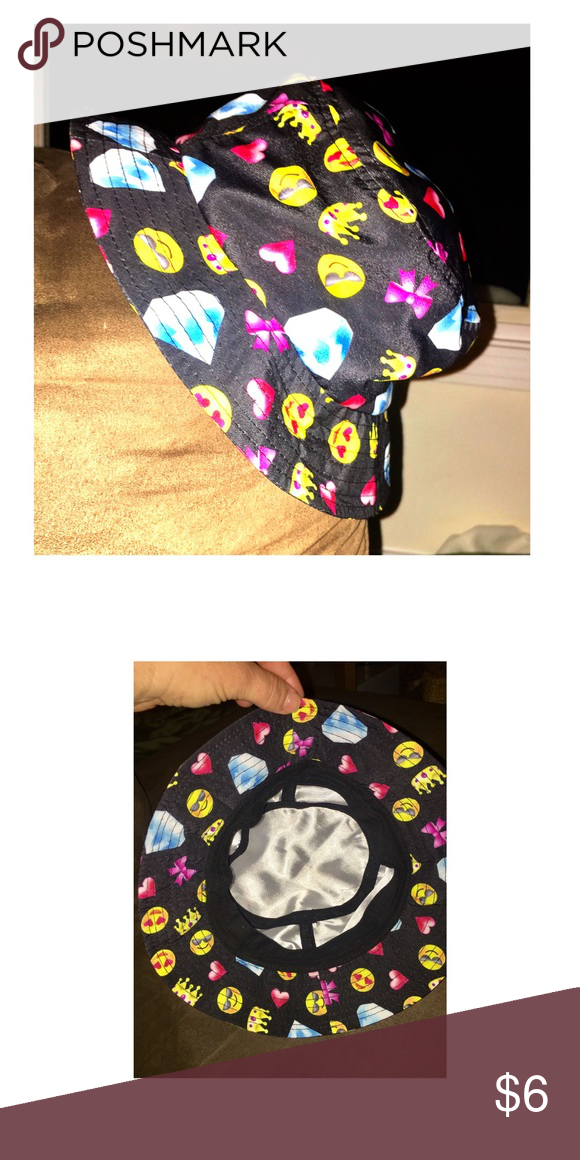 b91766d43ca EMOJI Bucket Hat 😀😎 Kids Emoji print bucket hat - NWOT Accessories Hats