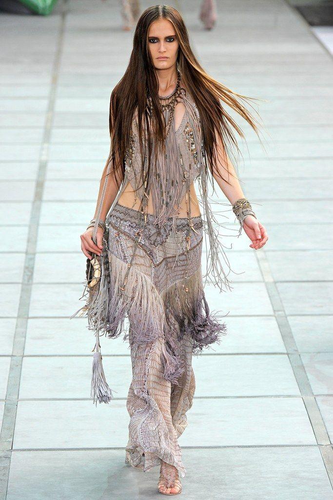Roberto Cavalli Spring 2011 Ready-to-Wear Fashion Show - Alla Kostromichova