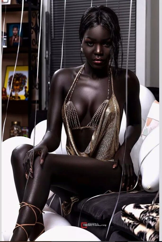 μαύρο γαμημένο μαύρο μουνί