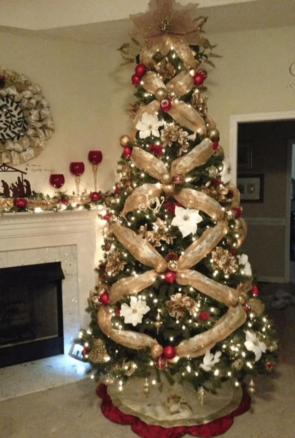 34 Beautiful Christmas Tree Decorations Ideas Elegant Christmas Trees Christmas Tree Decorations Diy Christmas Tree Decorations