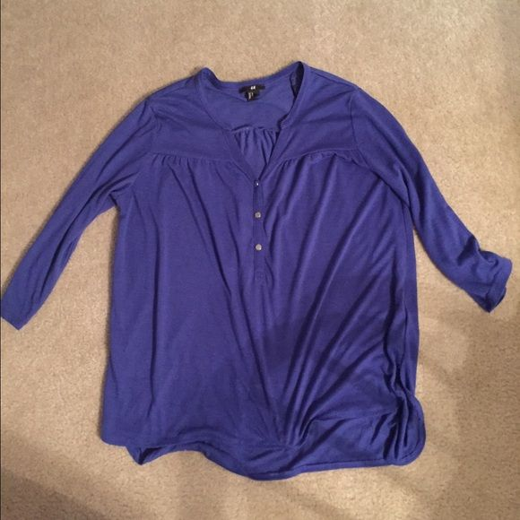 H&M shirt 3/4 sleeve in blue. Size M. Worn a couple times. In great condition. H&M Tops