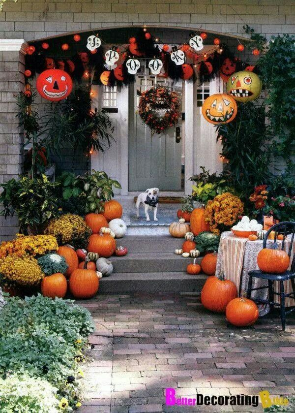 I want to decorate like this for Halloween!!! Holidays January - halloween fall decorating ideas