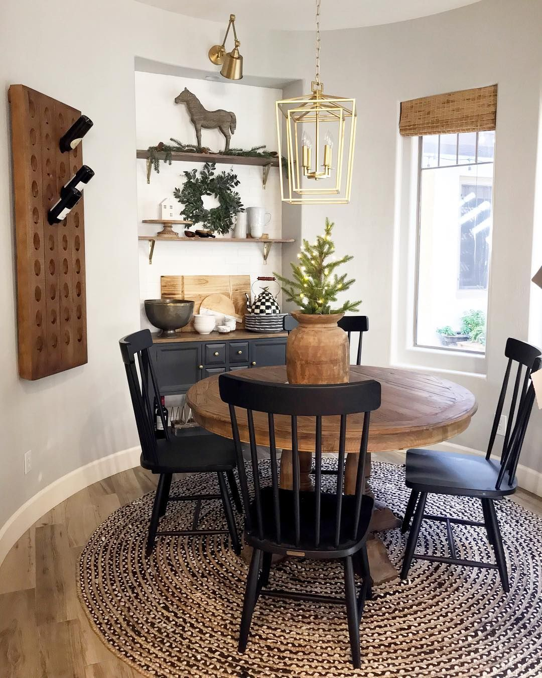 Who Wouldn T Want To Have Breakfast In This Perfect Little Farmhouse Nook Photo By Jaci Daily Featurin Dining Room Small Round Dining Room Side Chairs Dining