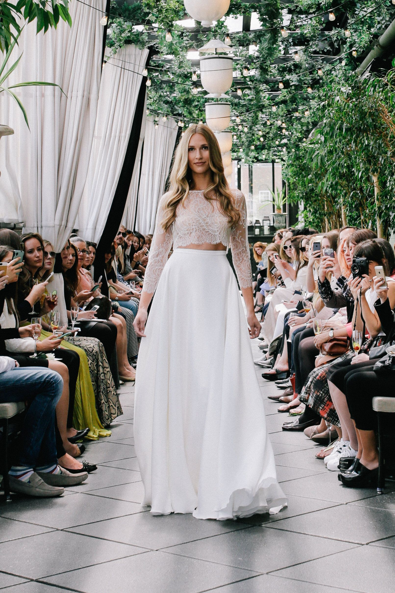 Sarah seven 人と被らないドレス pinterest wedding dress