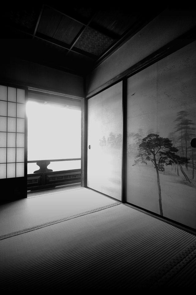 Japanese traditional room :  washitsu 和室 - tatami flooring / shoji paper door / hand-painted fusuma doors