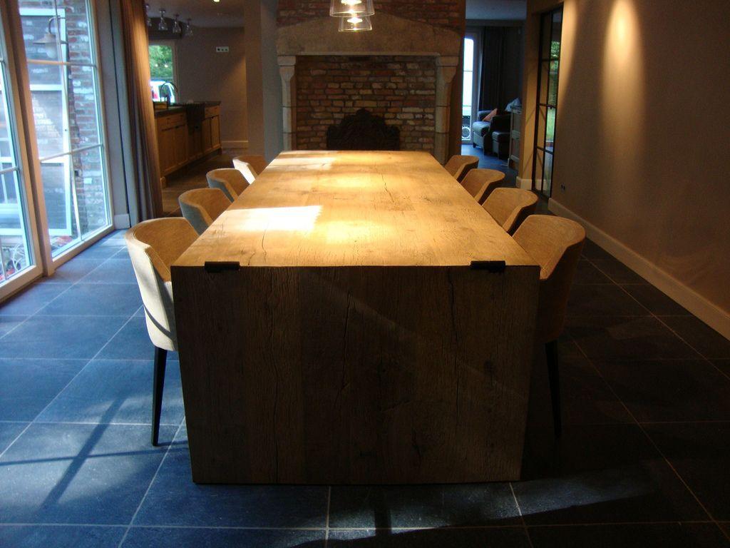 Eigentijdse meubels en decoratie bij het ontwerp van meubels en