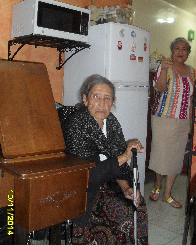 La tía Chepa y Lupita